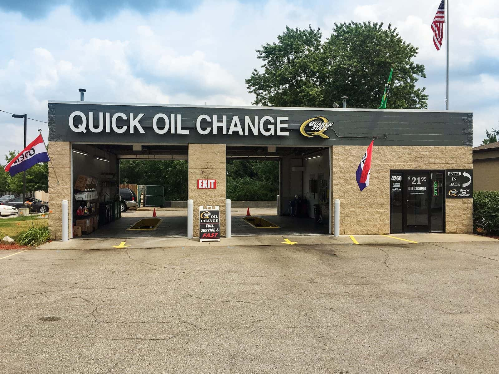 oil change store in Comstock Park